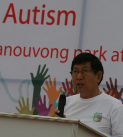 Minister of Health Prof.Dr. Eksavang Vongvichit opens the WALK FORAUTISM